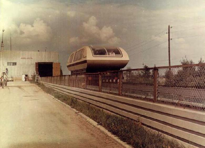 Поезд на магнитном подвесе!