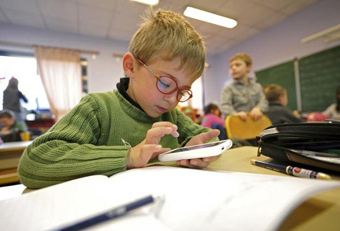 забрать у ребенка планшет и смартфон
