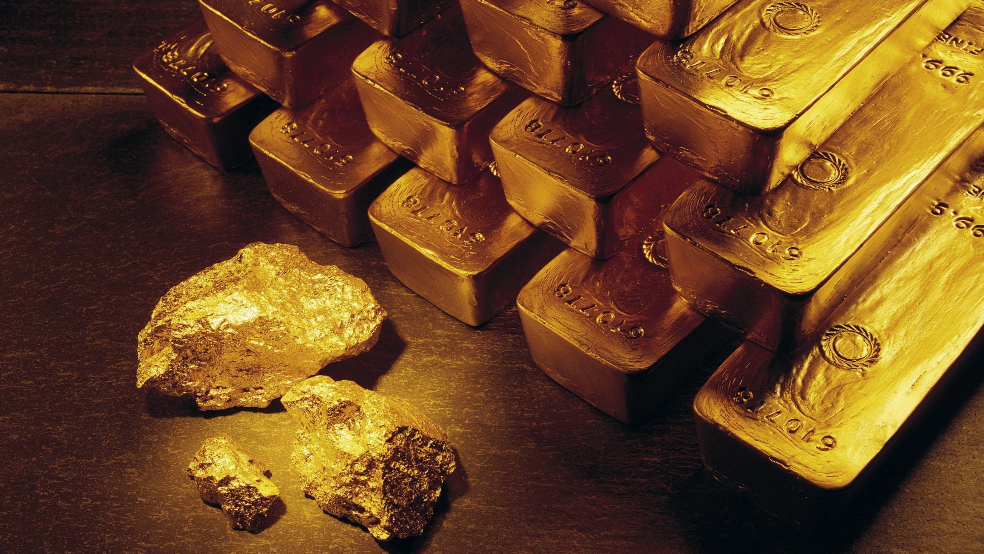 635608976381686345-AP-Gold-Record-NYBZ183
