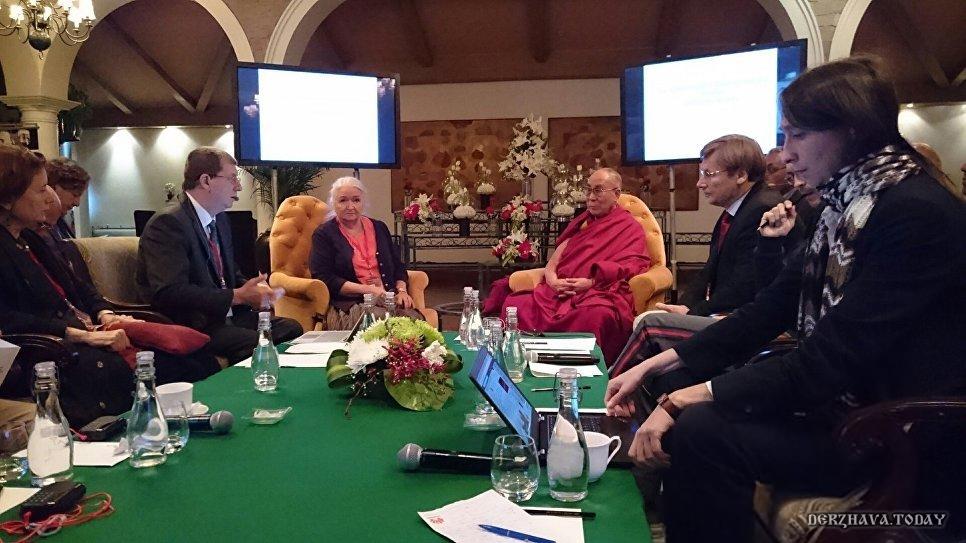 Российские ученые заговорили с Далай-ламой о новой теории Сознания