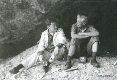 Слева Эрих фон Дэникен, справа Хуан Мориц