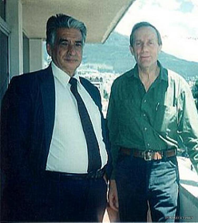 Слева Лючио Петронио Джарамилло Абарка, справа Стэн Холл